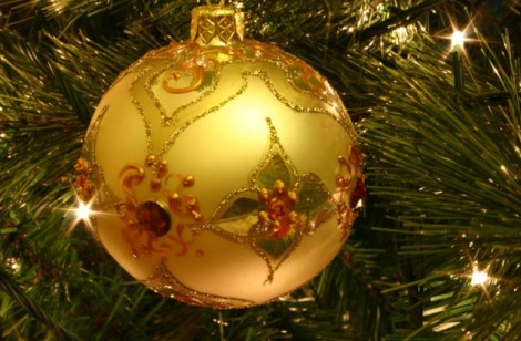 Christmas_tree_bauble-640x420